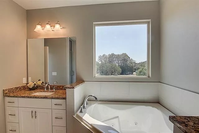 Lago Vista Master Bathroom